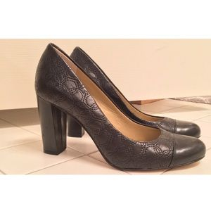 Ann Taylor Textured Leather Pumps